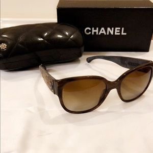 Chanel Brown Tweed Polarized Sunglasses